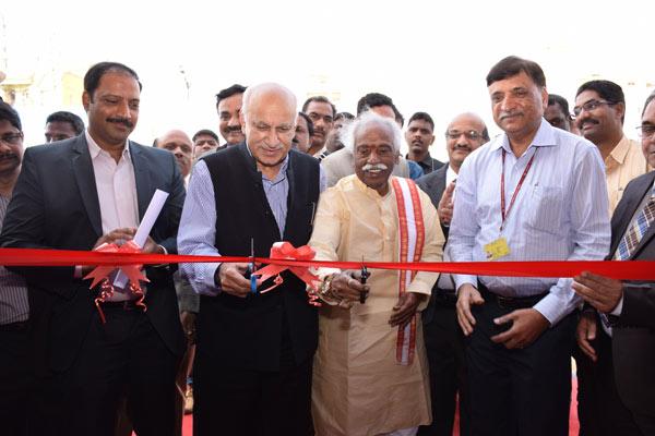 Union-Ministers-Sri-Bandaru-Dattatreya-and-Sri-MJ-Akbar-inaugurates-Digi-Dhan-Mela
